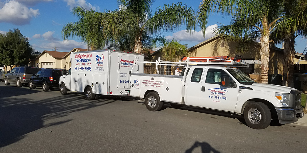 https://prorestorationbakersfield.com/wp-content/uploads/2015/07/truck1.jpg